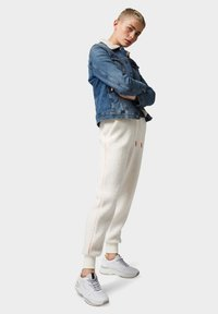 TOM TAILOR DENIM - Trainingsbroek - gardenia white - 1