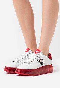KARL LAGERFELD - KAPRI KUSHION IKONIC LACE - Sneaker low - white/silver - 0