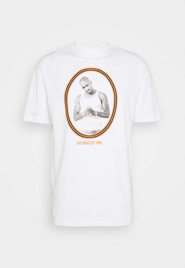 PAC - T-shirts med print - white/orange