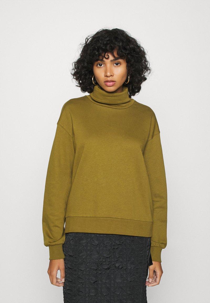 Vero Moda - VMMERCY ROLL NECK - Sweatshirt - fir green