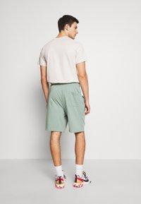 Nike Sportswear - CLUB - Shorts - silver pine/white - 2