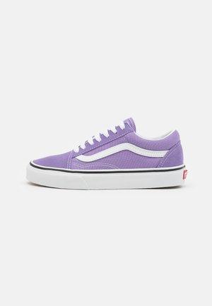 OLD SKOOL - Trainers - chalk violet/true white
