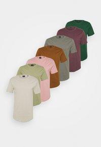 castor gray/cas gray/london fog/monks/woodrose/huckle/oil green/dark greenen