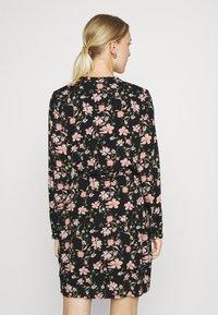 Pieces - PCCARLY SHIRT DRESS - Day dress - black - 2