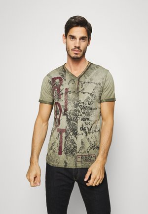 RIOT BUTTON - Print T-shirt - green