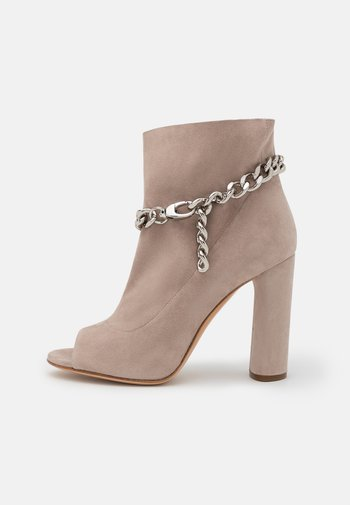UNCHAINED - High heeled ankle boots - silver