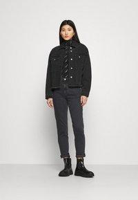 Calvin Klein Jeans - MOM - Zúžené džíny - denim black - 1