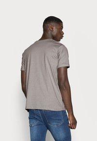 Mennace - 2 PACK UNISEX - Print T-shirt - black/grey - 2