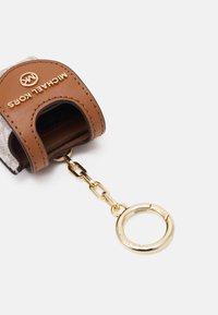 MICHAEL Michael Kors - TRAVEL ACCESSORIES SANITIZR - Other accessories - vanilla - 1