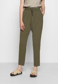 Vero Moda - VMSAGA STRING PANT - Trousers - ivy green - 0