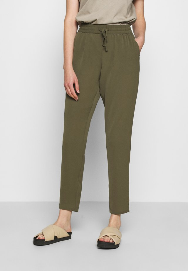 VMSAGA STRING PANT - Trousers - ivy green