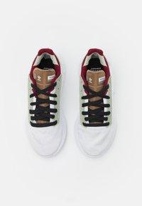 adidas Originals - GEODIVER - Sneakers basse - footwear white/halo green/core black - 3