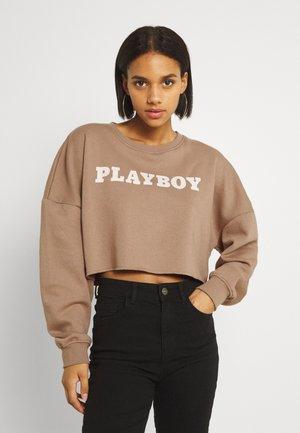 PLAYBOY LOGO CROP - Collegepaita - brown