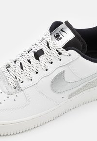 Nike Sportswear - AIR FORCE 1 '07 LV8 3M UNISEX - Sneakers laag - summit white/black - 5