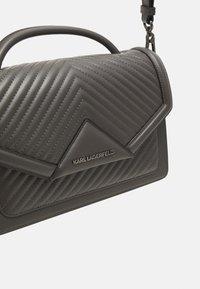 KARL LAGERFELD - KLASSIK QUILTED SHOULDER BAG - Handbag - thunder - 5