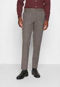 Isaac Dewhirst - BOLD VINTAGE CHECK SUIT - Garnitur - red check - 5