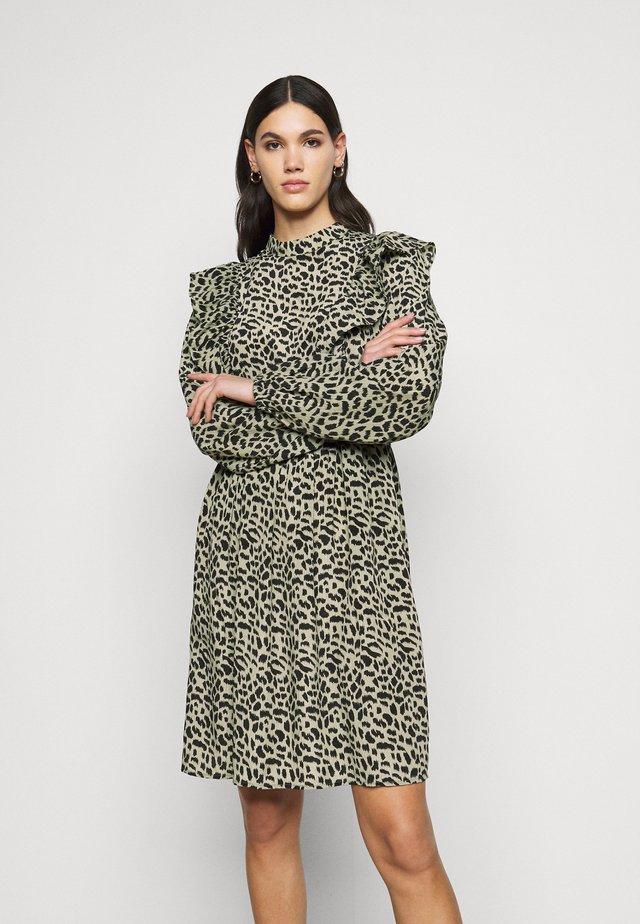 PCAGNETA DRESS - Korte jurk - jadeite