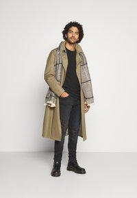 Tommy Jeans - MILES - Slim fit jeans - max black - 1