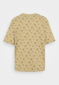 Nike Sportswear - TEE - Print T-shirt - parachute beige - 7
