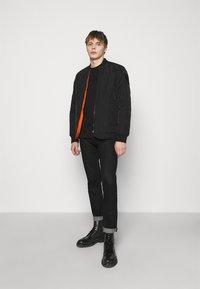 Emporio Armani - Print T-shirt - black - 1