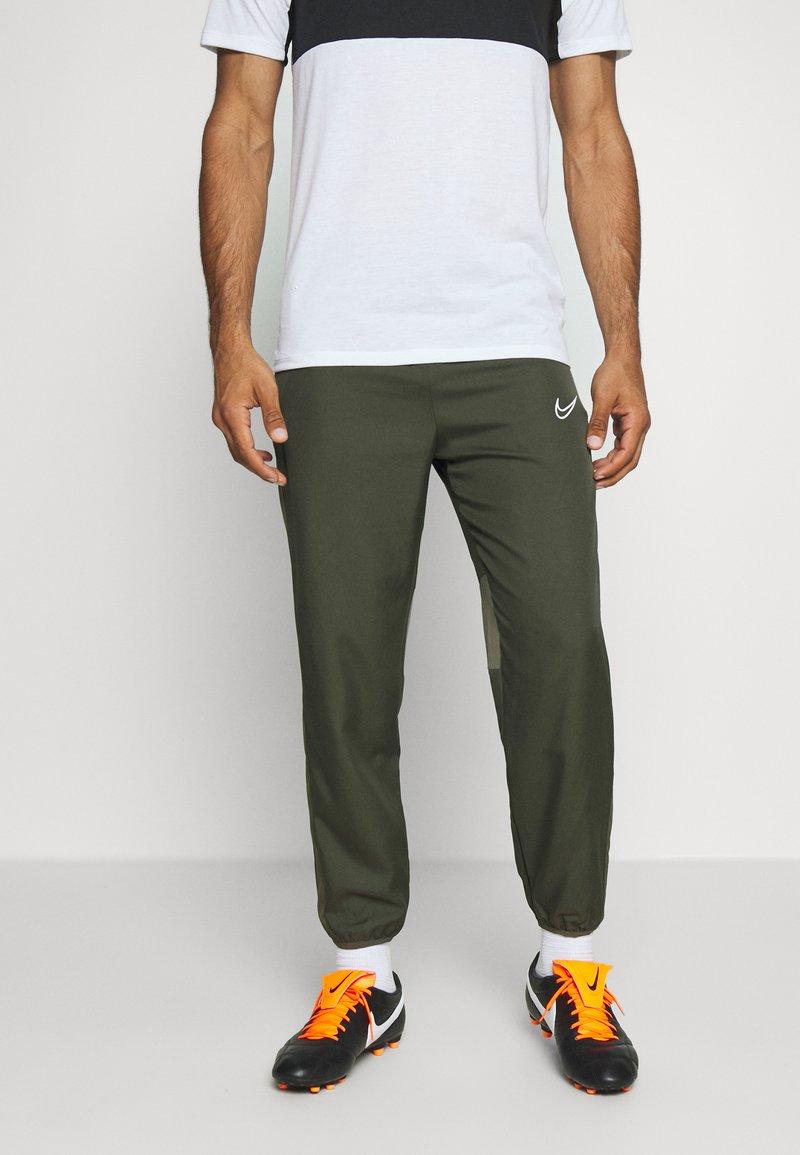 Nike Performance - DRY ACADEMY PANT - Tracksuit bottoms - cargo khaki/medium olive/white