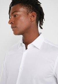 HUGO - KOEY SLIM FIT - Camicia elegante - open white - 3