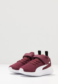 Puma - FLYER RUNNER UNISEX - Neutral running shoes - burgundy/white/pale pink - 3