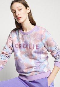 CECILIE copenhagen - MANILA SPRAY - Sweatshirt - violette - 3