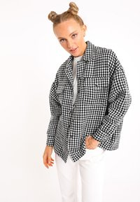 Pimkie - MIT HAHNENTRITTMUSTER - Button-down blouse - schwarz - 0