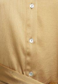 Sand Copenhagen - HEDVIG - Robe chemise - camel - 2