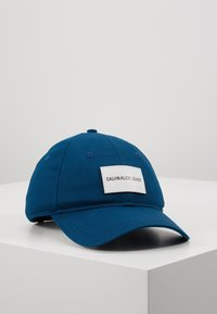 Calvin Klein Jeans - INSTITUTIONAL PATCH - Caps - blue - 0