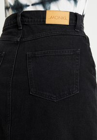 Monki - JESS SKIRT - Denim skirt - black - 5