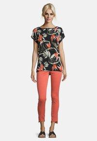 Cartoon - MUSTER - Print T-shirt - black/orange - 1