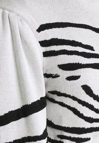 Topshop - IDOL ZEBRA PUFF SLEEVE CROP - Jumper - mono - 2