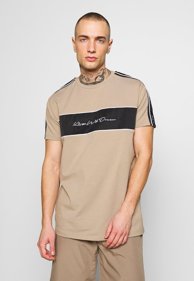 NOSTON - T-shirt con stampa - sand