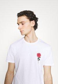 YOURTURN - T-shirt con stampa - white - 3