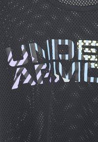 Under Armour - GEO GRAPHIC - Print T-shirt - black - 2