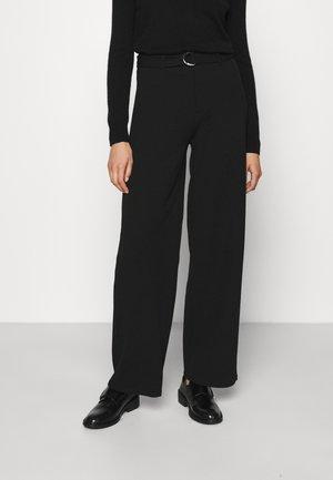 BELTED FLARED LEG PANTS - Broek - black