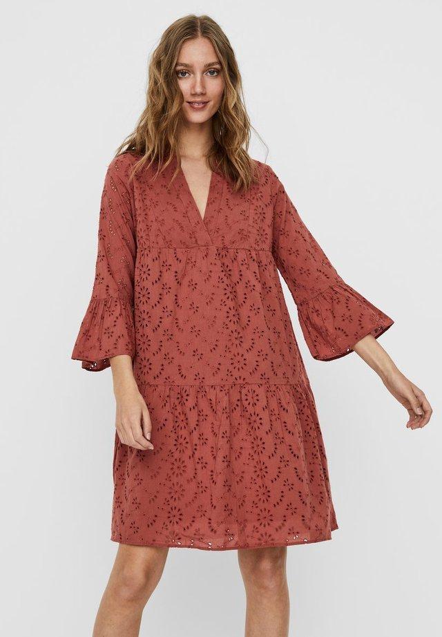 NMSELIN - Day dress - marsala