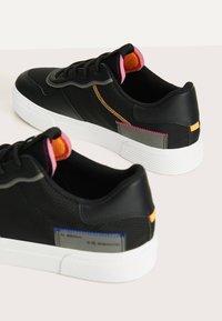 Bershka - Sneakers basse - black - 5