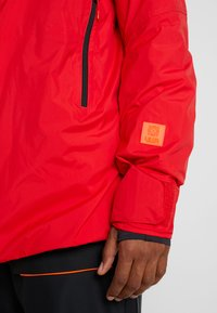 Helly Hansen - STRAIGHTLINE LIFALOFT JACKET - Snowboardová bunda - alert red - 7