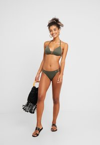 Bruno Banani - TRIANGEL SET - Bikini - oliv - 1