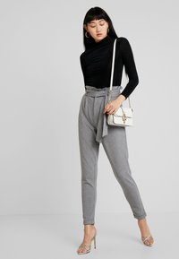 ONLY - ONLPOPTRASH EASY X PAPERBACK PANT - Trousers - medium grey melange - 1