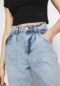 KENDALL + KYLIE - BALLOON PANTS - Jeansy Relaxed Fit - medium wash - 3