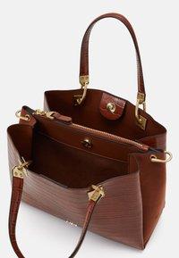 PARFOIS - MIMOSA - Handbag - camel - 2