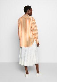 CLOSED - ROWAN - Button-down blouse - mango - 2