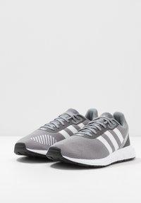 adidas Originals - SWIFT RUN - Sneakers basse - grey three/footwear white/core black - 2