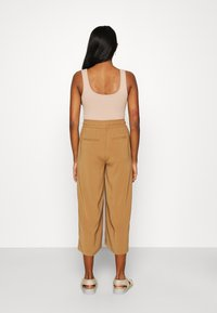 ONLY - ONLCILLE STRING CULOTTE - Trousers - toasted coconut - 2
