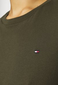 Tommy Hilfiger - T-shirt basic - army green - 5