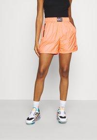 Nike Sportswear - Shorts - atomic orange/black - 0